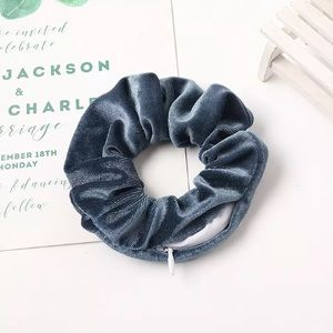 🎉 Blue Velvet Zipper Pouch Scrunchie Accessory